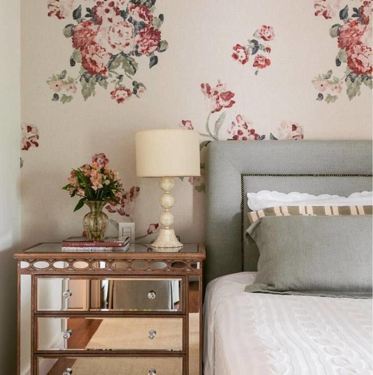 Dormitório com tecido floral