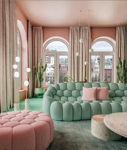 Sala de estar clássica rosé e verde água