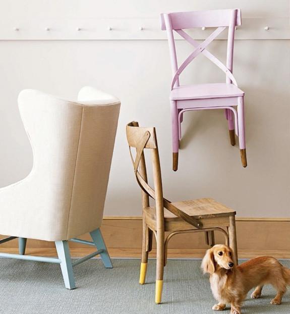 Poltronas e cadeiras que utilizam apenas a pintura dos pés (ou o contrário).