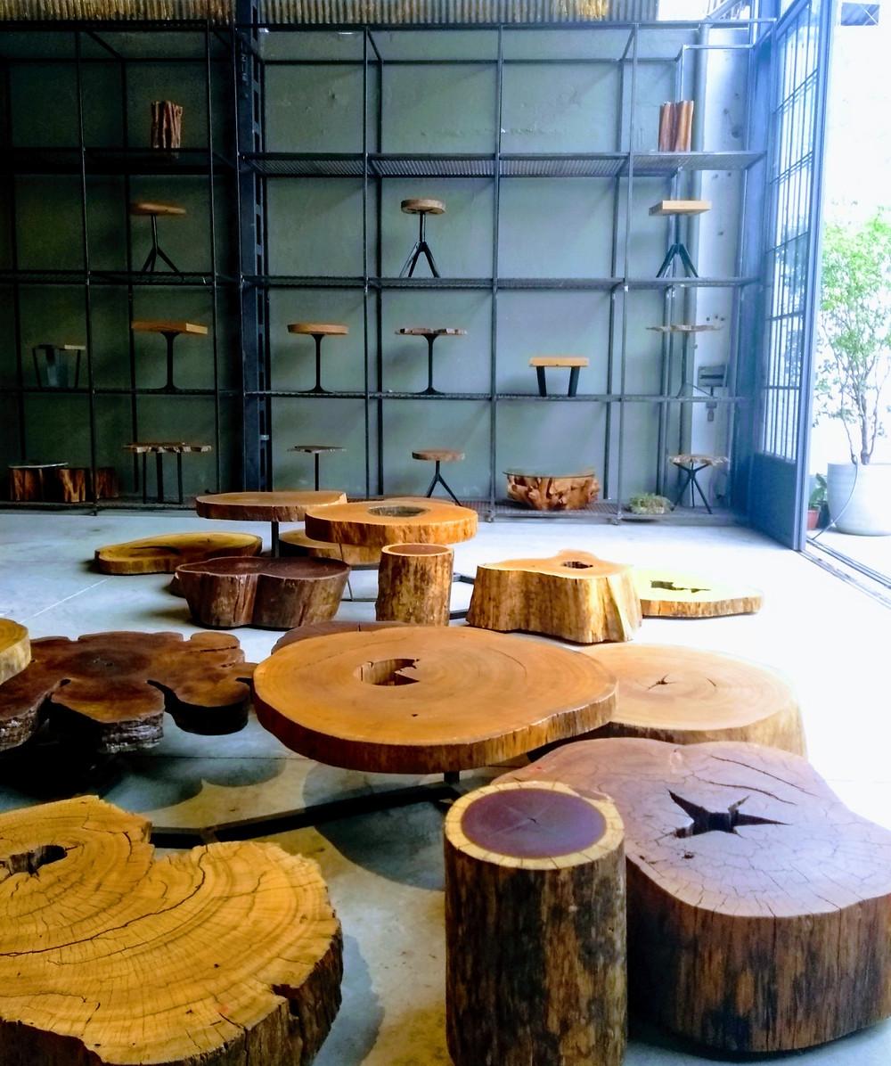 Mesas laterais e de centro em madeira pequiá