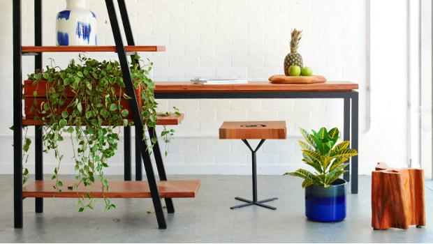 Mobiliário em madeira com acabamento em ferro. Fonte: Westwing