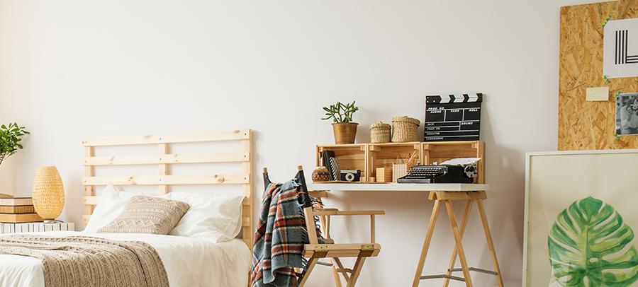 Dormitório rústico com pallets