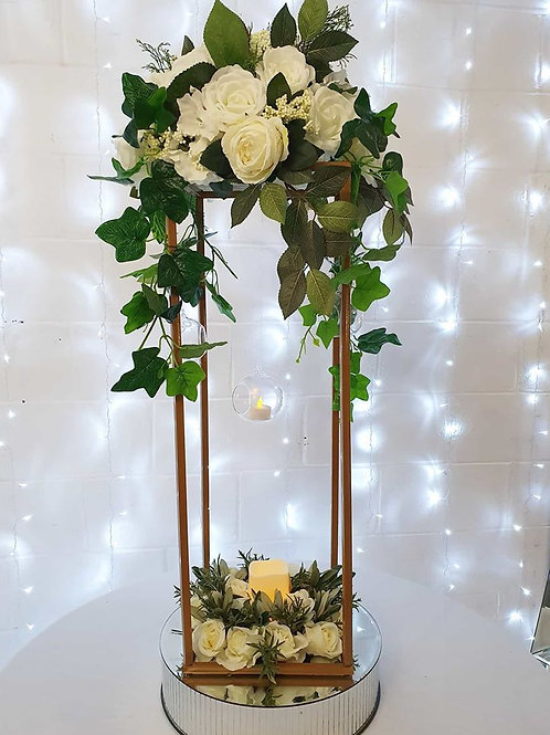 Column centrepiece with small topper