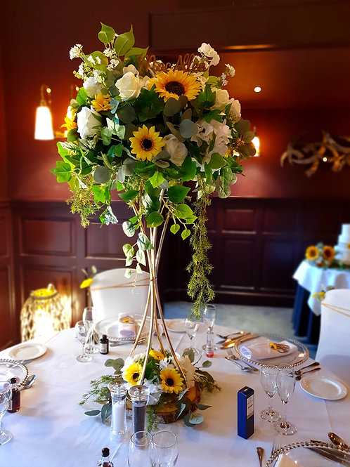 Metal trumpet centrepieces with flower topper and base - Silver and Gold