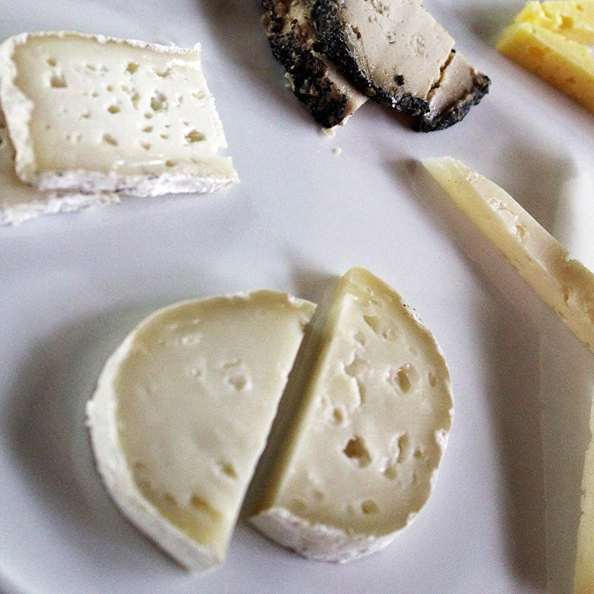 Monte Azul produce más de 20 tipos de quesos