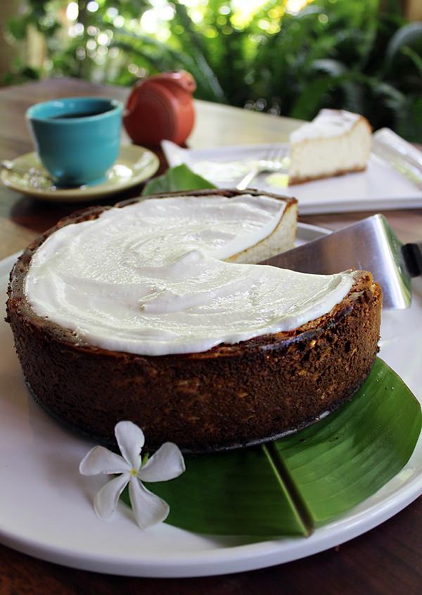 Nuestra versión a base de queso de cabra y con cobertura de guanábana para un sabor muy criollo