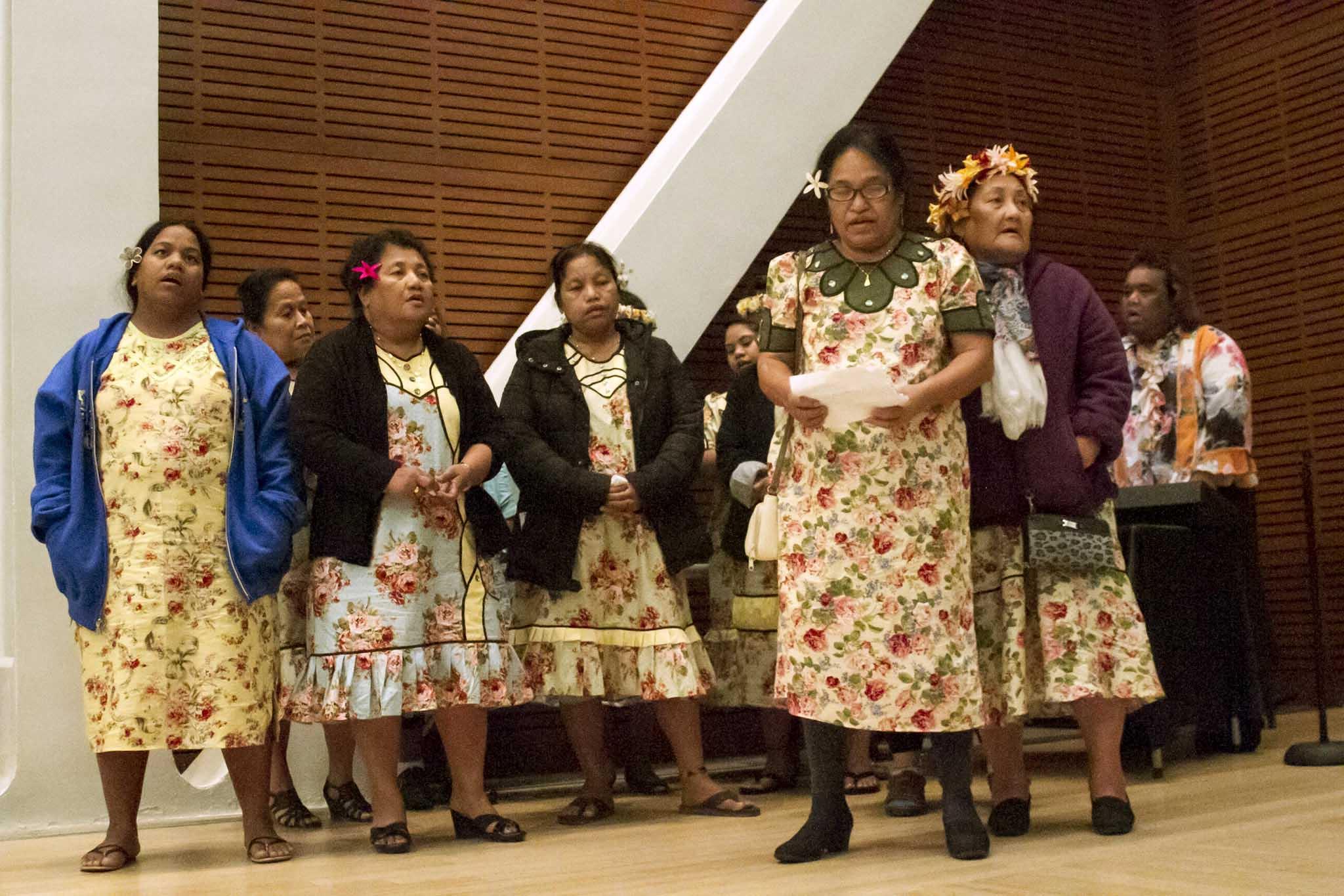 Rongelapese women sing