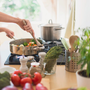 KITCHEN ESSENTIALS FOR SMART AND EASY COOKING