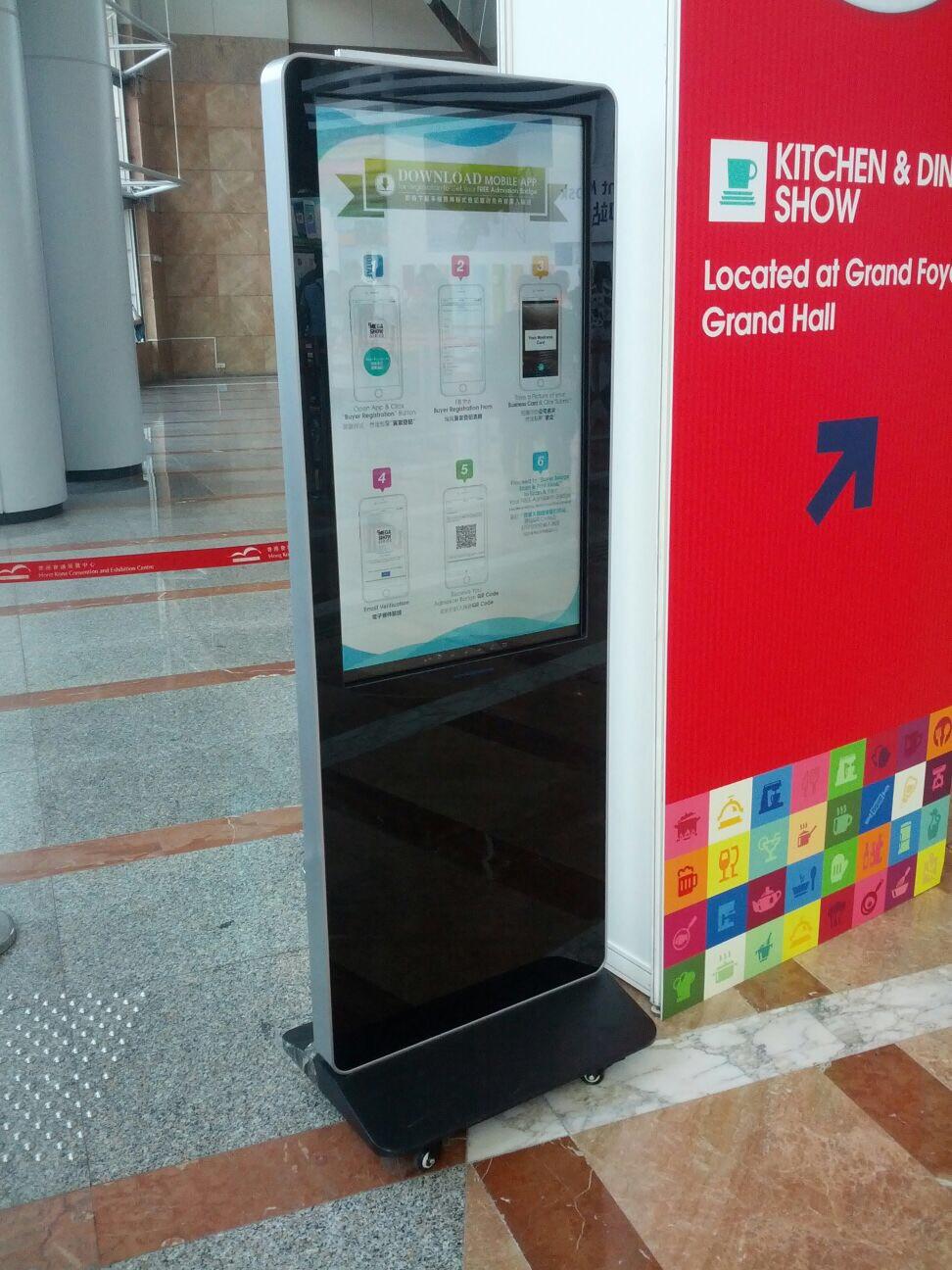 Iphone 殼式座地廣告機