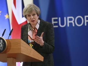 Theresa May amana invocarea Articolului 50