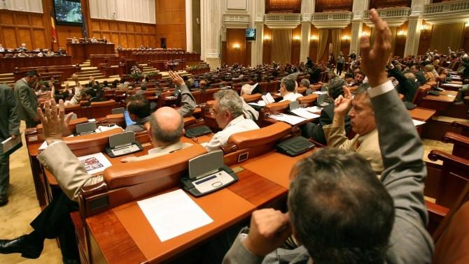 pensiile parlamentarilor.jpg