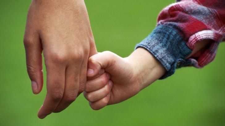 2013_08_21_09_33_32_holding_hands_98149000.jpg