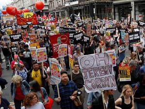 Londonezii au ieșit în stradă pentru a cere demisia guvernului Theresa May