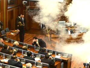 Lacrimogene in Parlamentul din Kosovo, la alegerea presedintelui