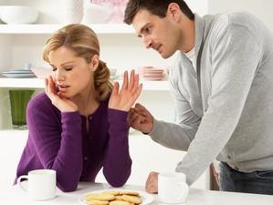 70% femeile acceptă să fie agresate din cauza nesiguranței financiare