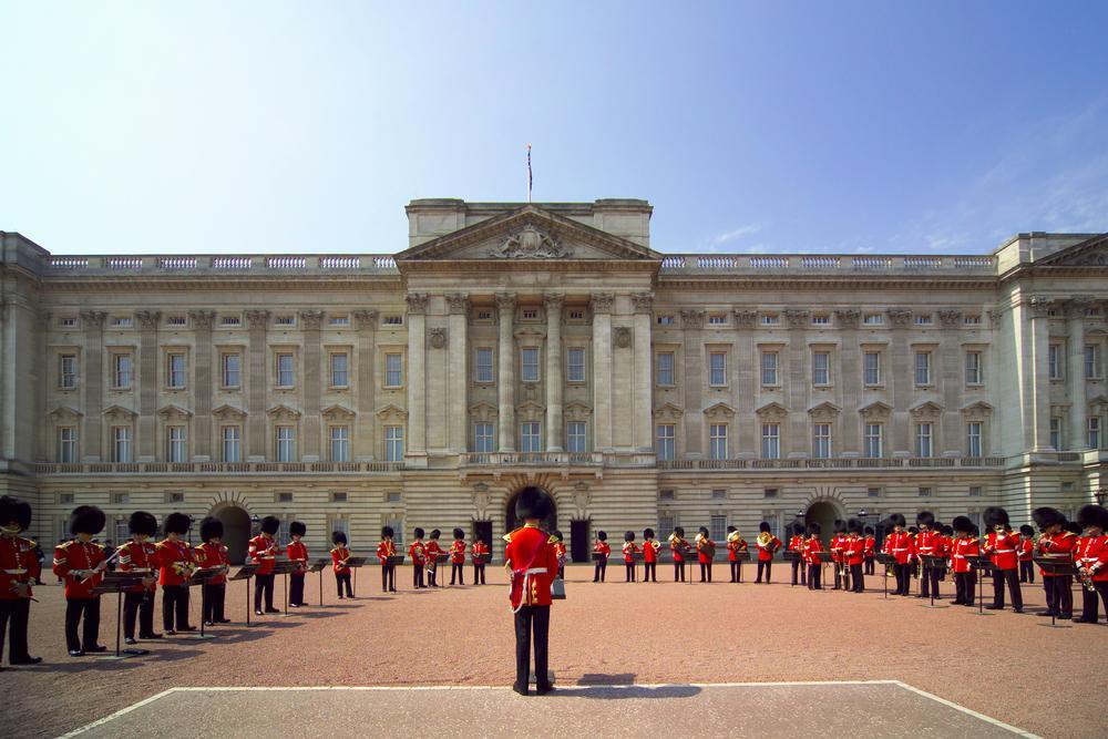 buckingham-palace-21976488.jpg