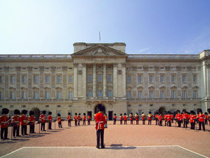 Regina relocată - renovari la Buckingham