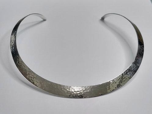 Halsreif aus  925er Silber,  gehämmert, glänzend