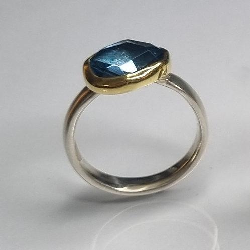 Ring aus 925er Silber, 750er  Gold,  London Topas