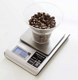 Kitchen scale weighing coffee