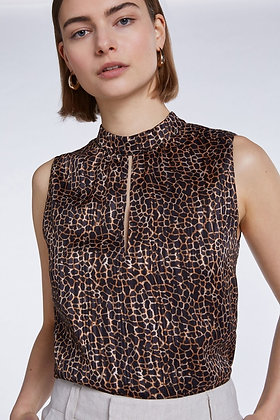 Sexy top in animal print with cutout