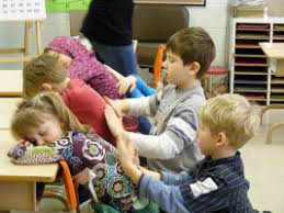 Les CE2 d'une école de Saint Etienne apprennent à se masser