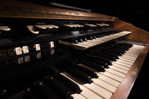 Hammond L100 Organ