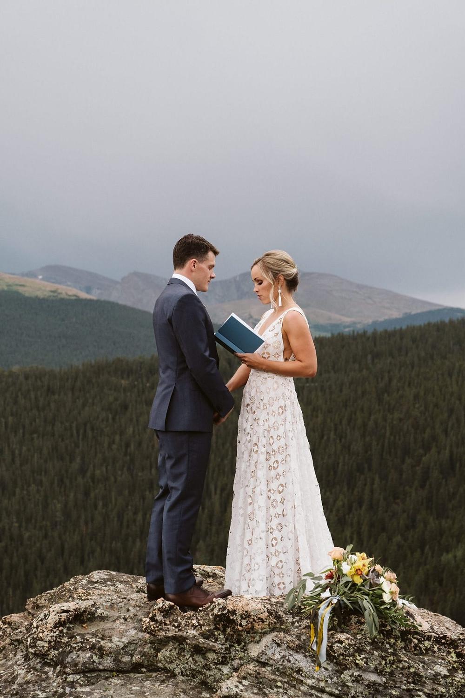 Elopement wedding : seuls au monde avec la nature pour seul témoin