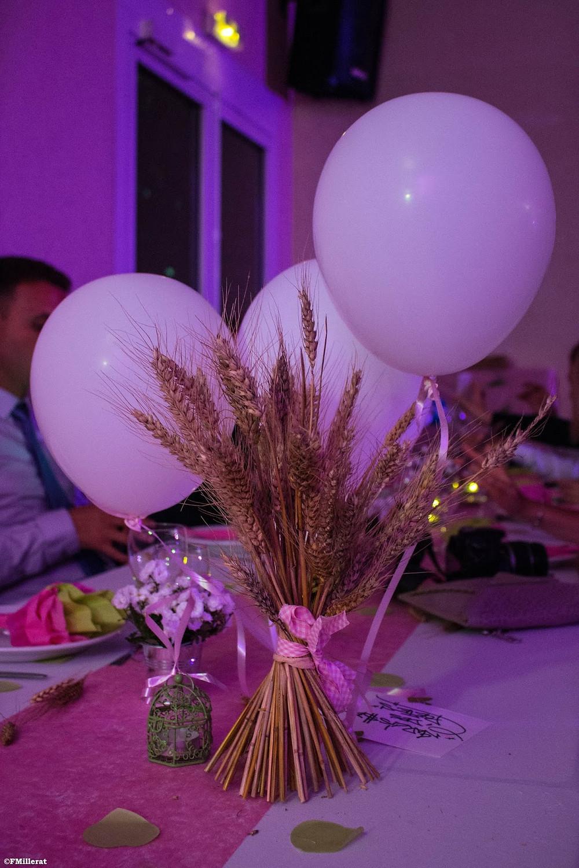 Du blé en centre de table pour la décoration d'un mariage champêtre