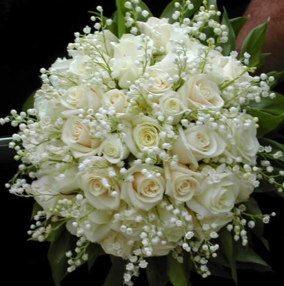 Bouquet de mariée : roses blanches et muguet