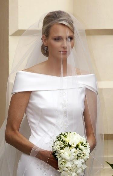 La princesse Charlène de Monaco et son joli bouquet de muguet lors de son mariage
