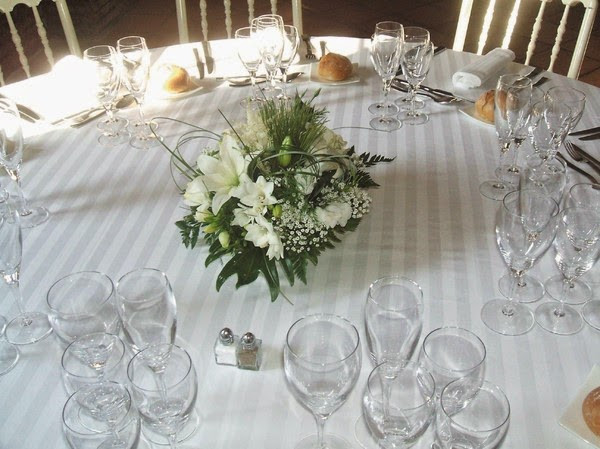 Une composition flleurie avec du muguet pour votre centre de table
