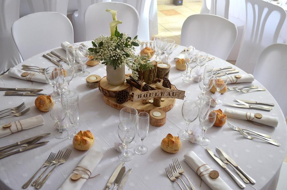 Du muguet dans le centre de table de votre mariage