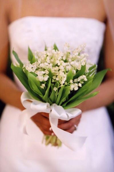 un bouquet de mariée tout simple avec du muguet