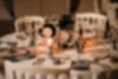 Jolie décoration les tables d'un mariage thème vintage chic avecds lanternes en centres de table