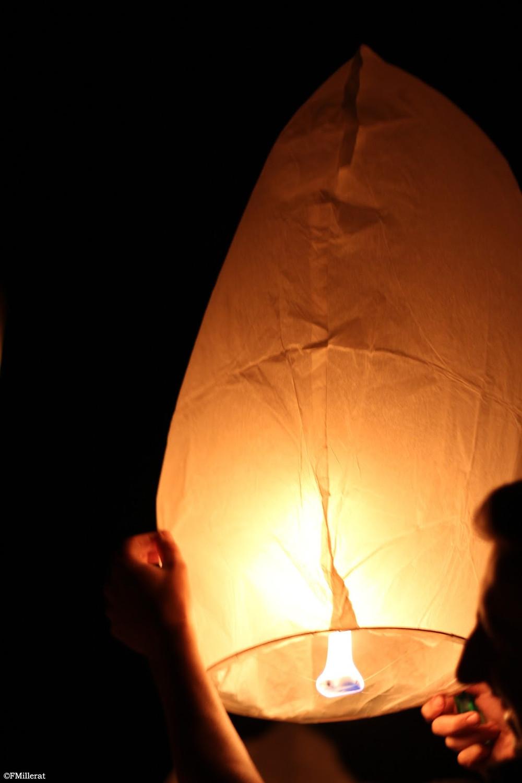 Le lâcher de lanternes thaïlandaises, une jolie animation pour faire participer vos invités lors de votre mariage
