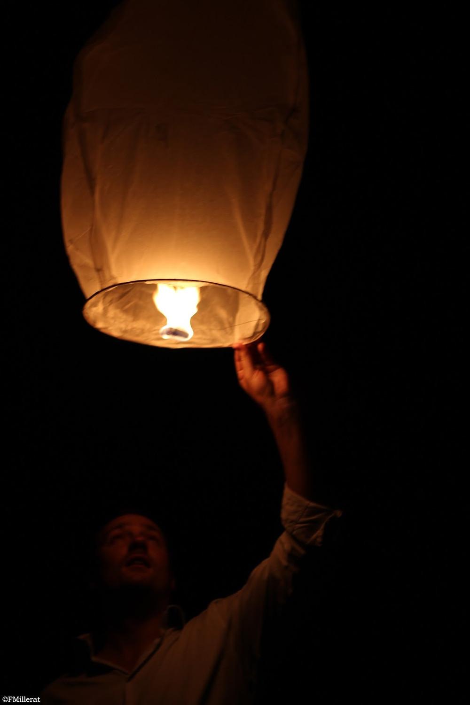 Créez une ambiance magique et romantique avec la lâché des lanternes célestes le soir de votre mariage