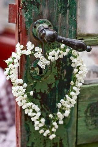 Une décoration romantique et originale avec du muguet pour votre mariage