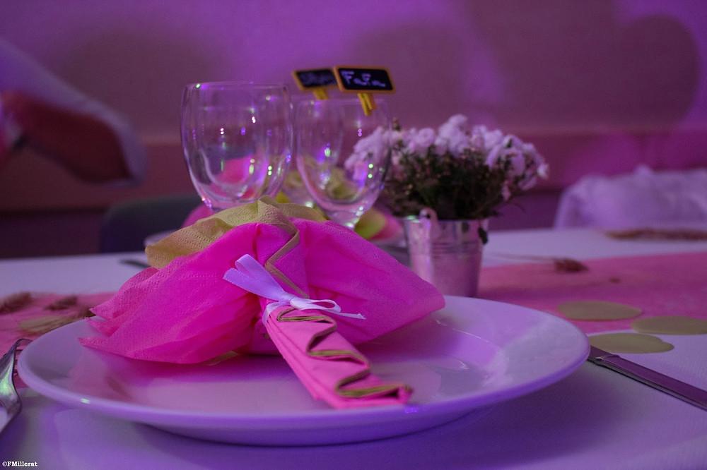 Le pliage des serviettes pour les table de mariage