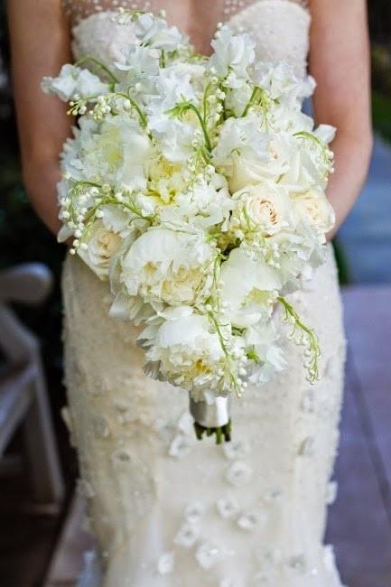 Chic et romantique, un bouquet de mariée avec du muguet