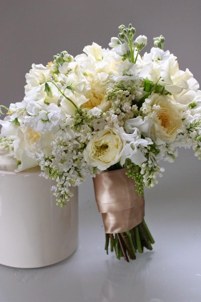 un bouquet de mariée chic et vintage avec du muguet