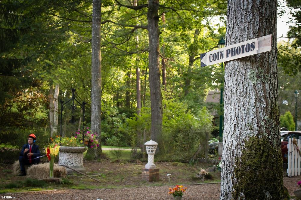 Un photobooth dans le jardin pour un mariage champêtre