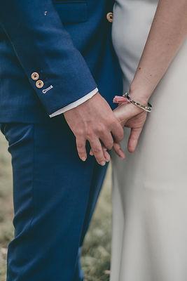 L'amour se dégage de tous les mariages organisés par IDo's et ce couple aux mains entrelacées en témoigne