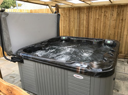 inside tub and lifter.jpg