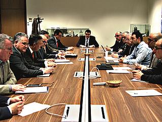 Fadia y Endesa establecen una mesa técnica andaluza para el sector eléctrico