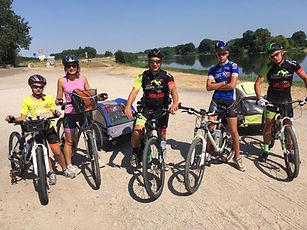 famille en vélo 1.jpg