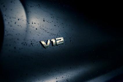 BMW M7 V12 Emblem