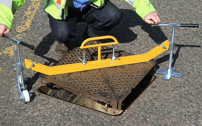 Handylift Swinger Manhole Lifter