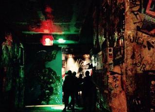 Caminhos de Berlim à noite