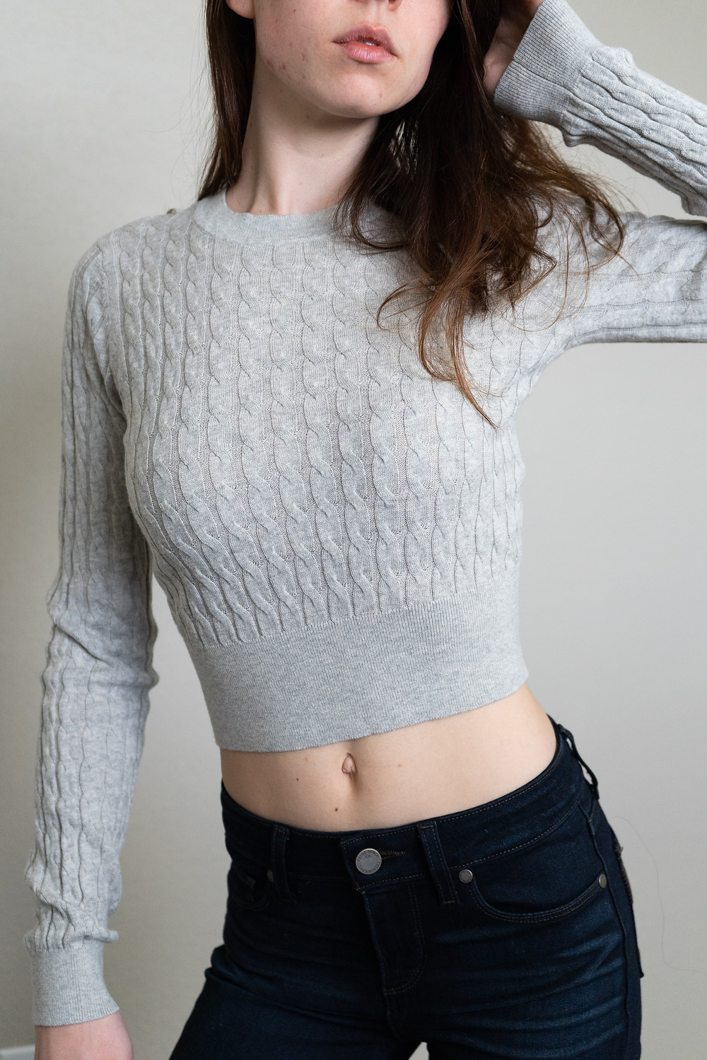 Morgan pegnone wearing a knit crop top cindy sweater by sundays best at aritzia with model wearing dark indigo paige jeans